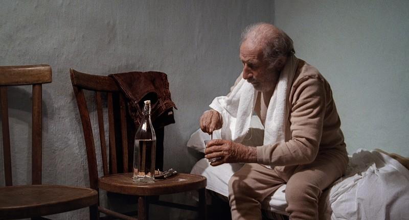 Giuseppe Fuda è un pastore che conduce una vita semplice nel film Le quattro volte