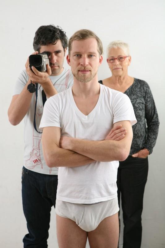 Il ballerino Andreas Merk con Tomer e Noa Heyman in una foto promo di I Shot My Love