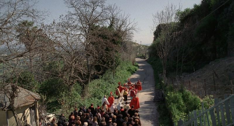 Una processione religiosa ripresa nel film Le quattro volte