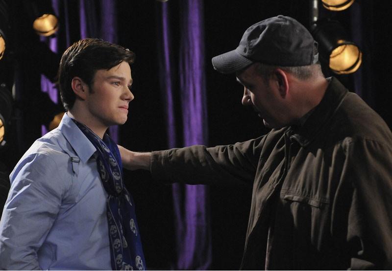 Chris Colfer e Mike O'Malley nell'episodio Laryngitis di Glee