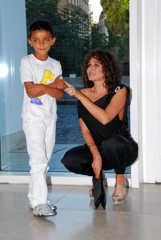 Il timido Denis Nikolic e la regista Valeria Golino alla presentazione del film Armandino e il Madre