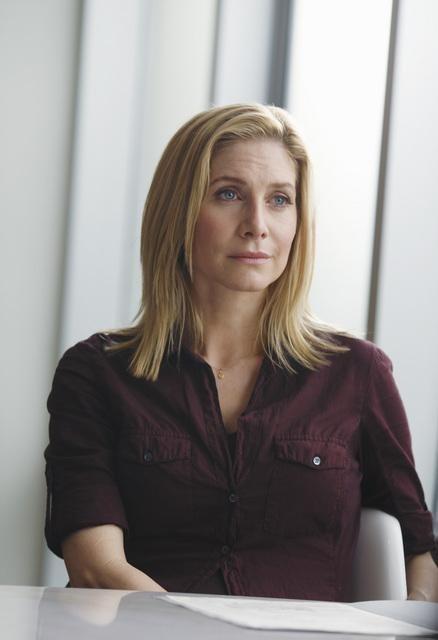 V: Elizabeth Mitchell nell'episodio Fruition