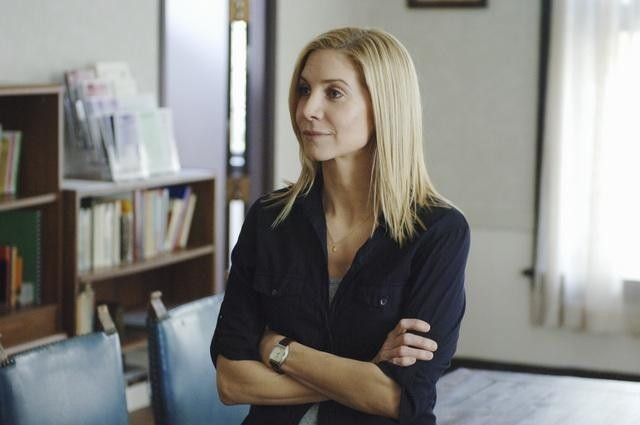 V: Elizabeth Mitchell nell'episodio Hearts and Minds
