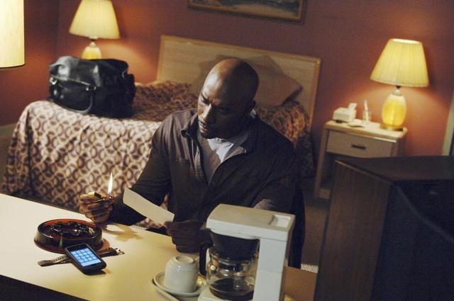 V: Morris Chestnut in una scena dell'episodio Fruition