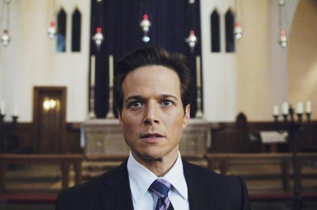 V: Scott Wolf nell'episodio Hearts and Minds