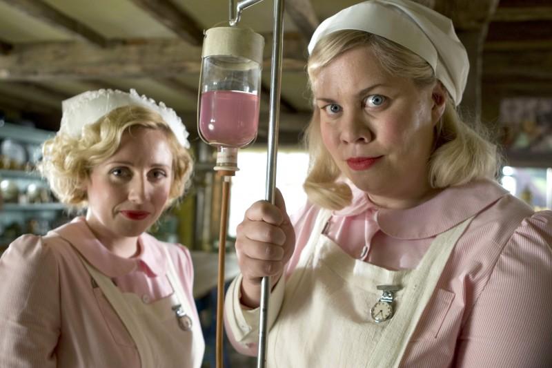 Katy Brand e Sinead Matthews in una scena del film Tata Matilda e il grande botto