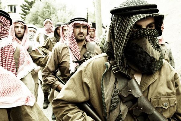 Un'immagine dei guerriglieri nel film The Time That Remains