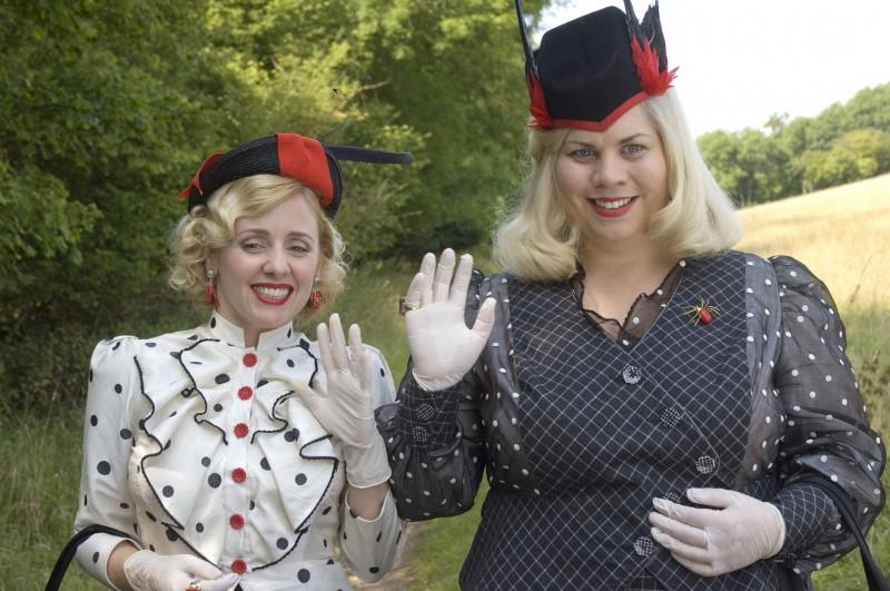Un'immagine di Katy Brand e Sinead Matthews dal film Tata Matilda e il grande botto