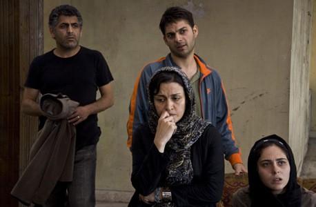 Una scena del film About Elly con Shahab Hosseini