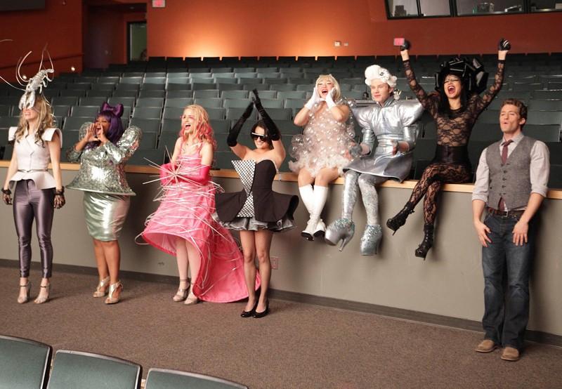 Glee: Lea Michele, Naya Rivera, Dianna Agron, Jenna Ushkowitz e Amber Riley nell'episodio Theatricality