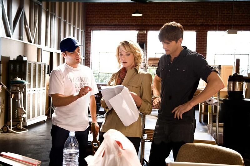Il regista Robert Luketic, Katherine Heigl e Ashton Kutcher sul set del film Killers