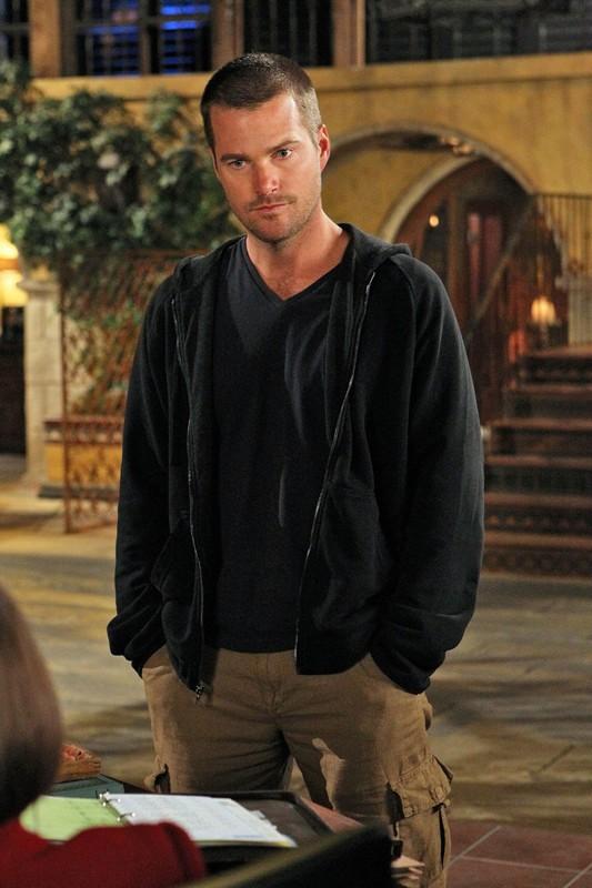 Cullen (Chris O'Donnell) faccia a faccia con Hetty (Linda Hunt) nell'episodio Burned di NCIS: Los Angeles