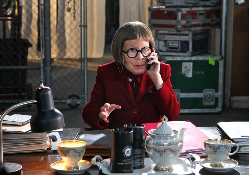 Henrietta 'Hetty' Lange (Linda Hunt) in una scena dell'episodio Burned di NCIS: Los Angeles
