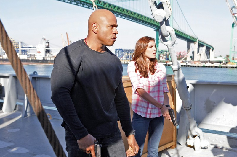 Sam (LL Cool J) e Kensi (Daniela Ruah) in una scena dell'episodio Hunted di NCIS: Los Angeles