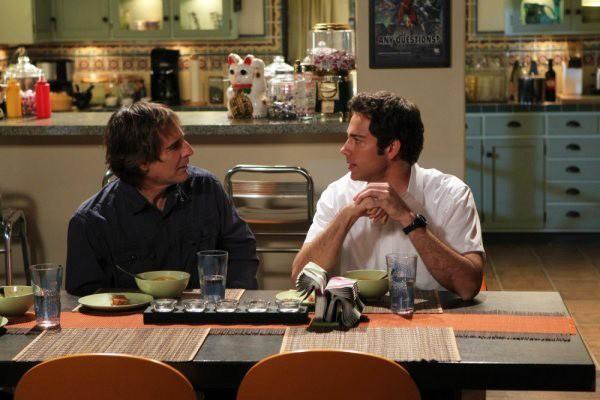 Steve Bartowski (Scott Bakula) parla con il figlio (Zachary Levi) nell'episodio Chuck Versus the Living Dead