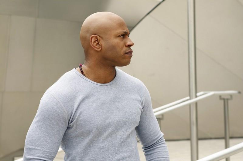 Un serio Sam (LL Cool J) nell'episodio Found di NCIS: Los Angeles