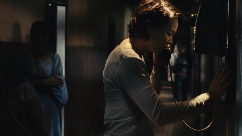 Anne Coesens è Tania nel film Illegal