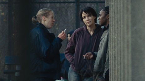 Anne Coesens in una scena del film Illegal
