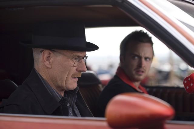 Breaking Bad: Aaron Paul e Bryan Cranston in una scena della stagione 2