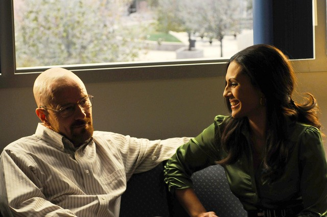Breaking Bad: Bryan Cranston e Carmen Serano nell'episodio Green Light