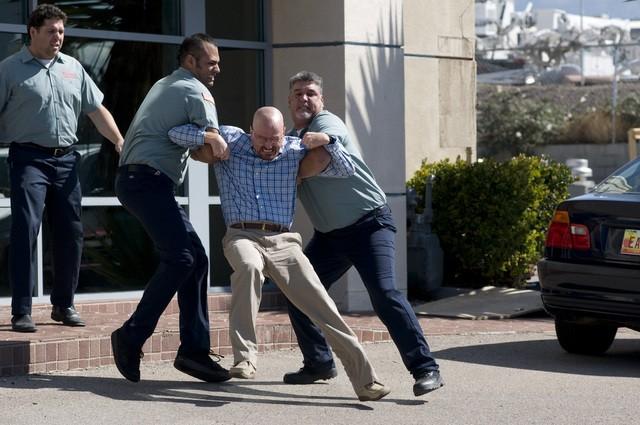 Breaking Bad: Bryan Cranston in una scena dell'episodio Green Light