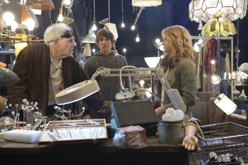 Bruce Dern, Chris Massoglia e Teri Polo in una scena del film The Hole in 3D