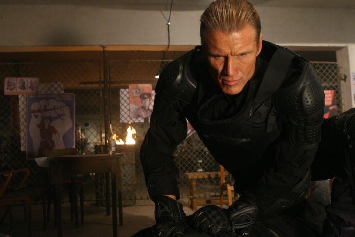 Dolph Lundgren in una scena del film Universal Soldier: Regeneration