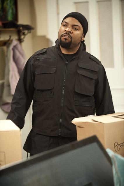 Ice Cube in una scena della serie Are We There Yet?