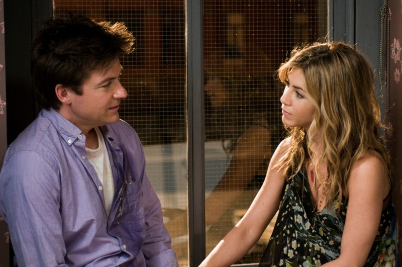 Jason Bateman e Jennifer Aniston nella commedia Due cuori e una provetta