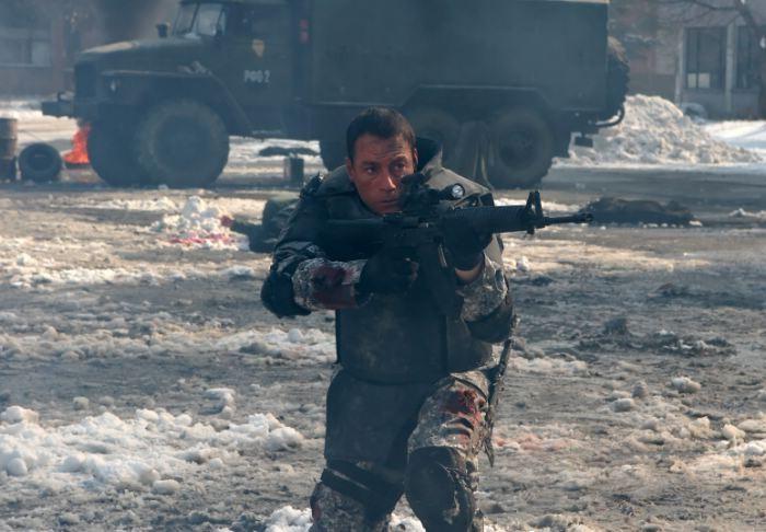 Jean-Claude Van Damme, eroe armato per il film Universal Soldier: Regeneration