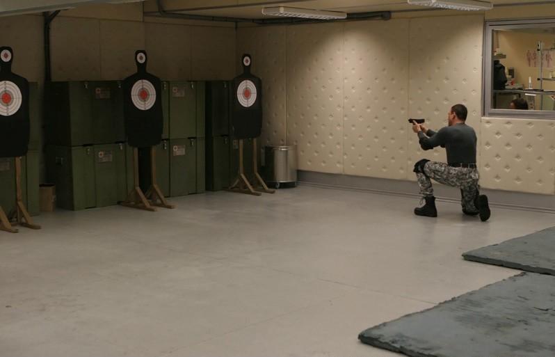 Jean-Claude Van Damme si addestra per combattere nel film Universal Soldier: Regeneration