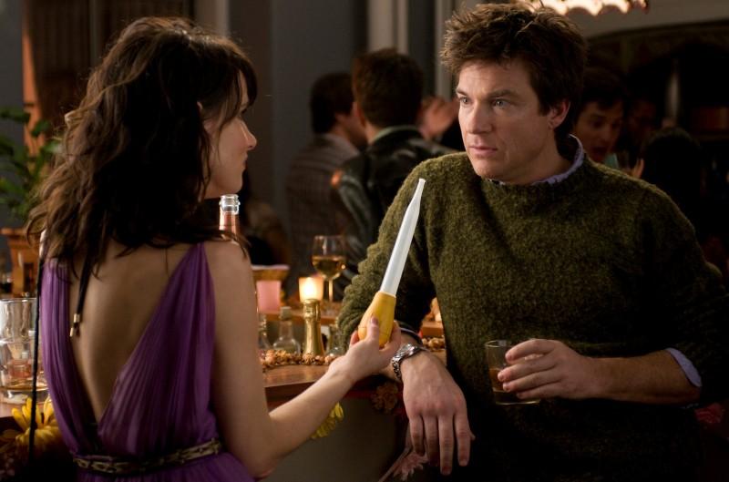 Juliette Lewis e Jason Bateman nella commedia Due cuori e una provetta