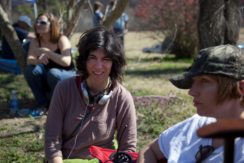 La regista Debra Granik sul set del film Winter's Bone.