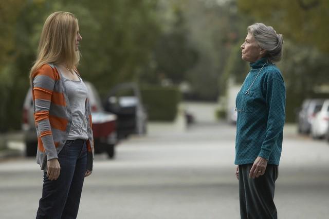 Laura Linney e Phyllis Somerville nel pilot della serie The Big C