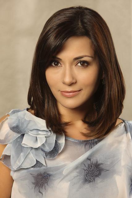 Marisol Nichols è Sarah Monahan in una immagine promozionale della serie The Gates