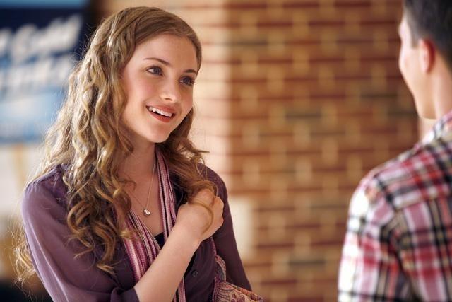 Skyler Samuels nella serie The Gates