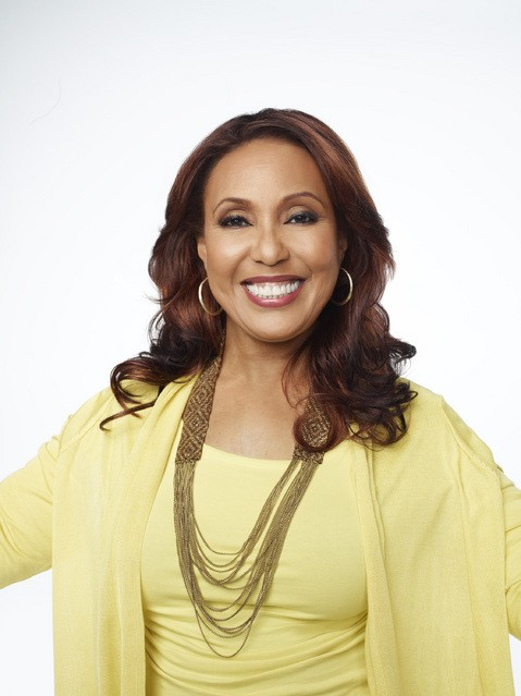 Telma Hopkins in una foto promozionale della serie Are We There Yet?