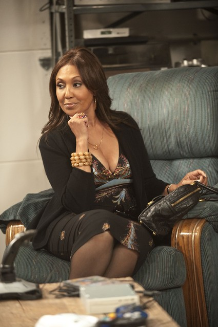Telma Hopkins in una scena della serie Are We There Yet?