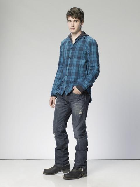 The Gates: Travis Caldwell è Charlie Monohan in una foto promozionale della serie