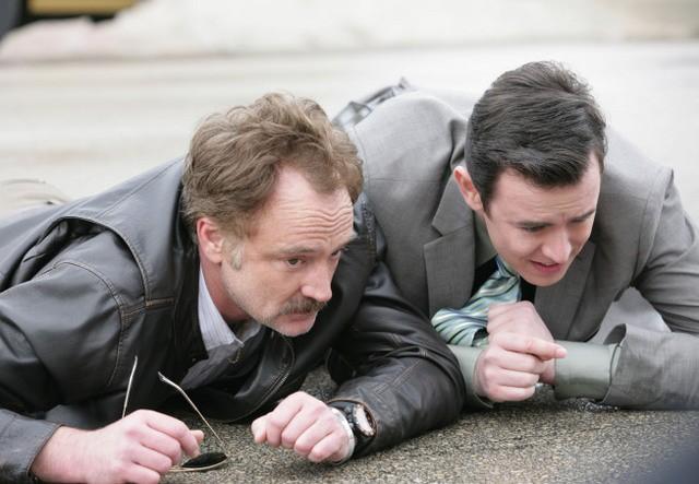 The Good Guys: Bradley Whitford e Colin Hanks nel pilot della serie
