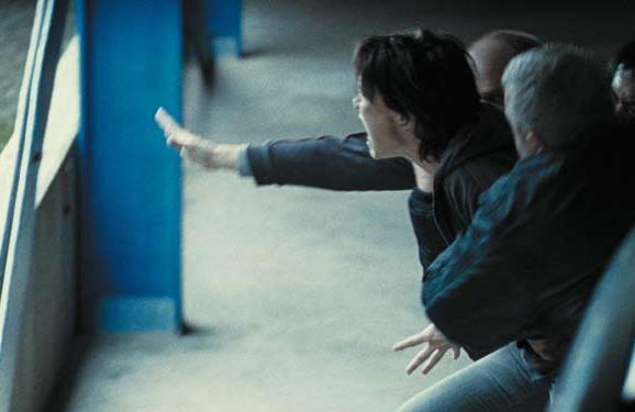 Una delle prime immagini del film Illegal