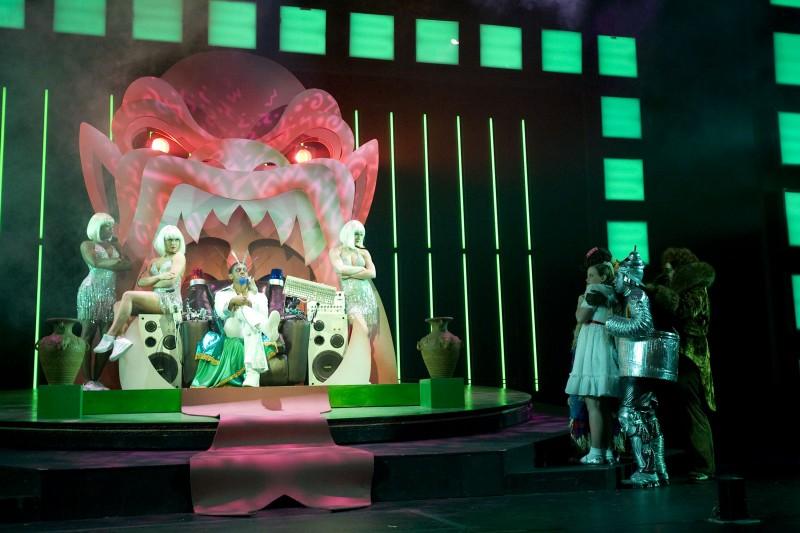 Una scena del film musicale Un microfono per due