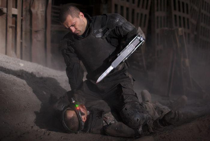 Andrei Arlovski in una scena d'azione nel film Universal Soldier: Regeneration