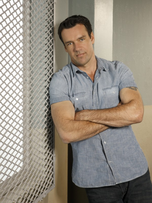 David James Elliott è Wolf West nella serie Scoundrels