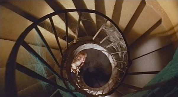 Erika Blanc in una scena del film Operazione paura (1966)