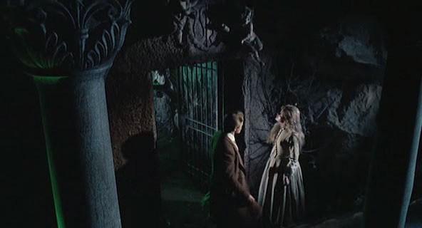Giacomo Rossi-Stuart e Erika Blanc in una suggestiva scena del film Operazione paura