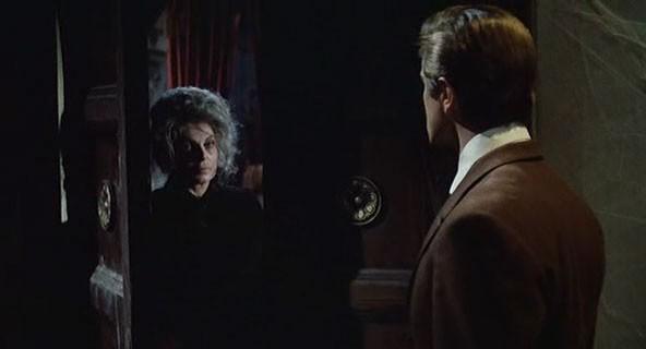 Giovanna Galletti con Giacomo Rossi-Stuart in una scena del film Operazione paura