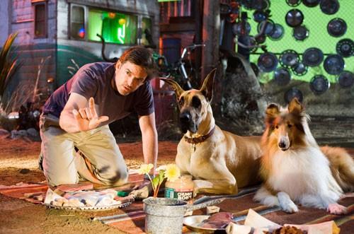 Il regista Tom Dey con Sansone e Isabella sul set del film Sansone