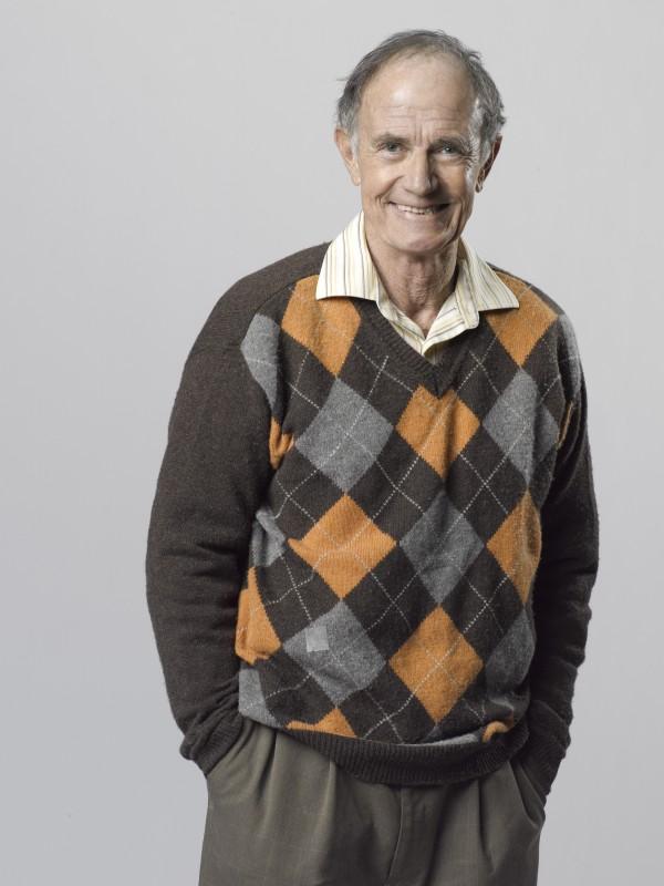 John Lawlor è nonno West nella serie Scoundrels