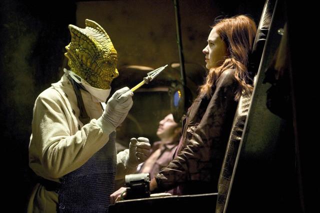 Karen Gillan in una scena dell'episodio Cold Blood di Doctor Who